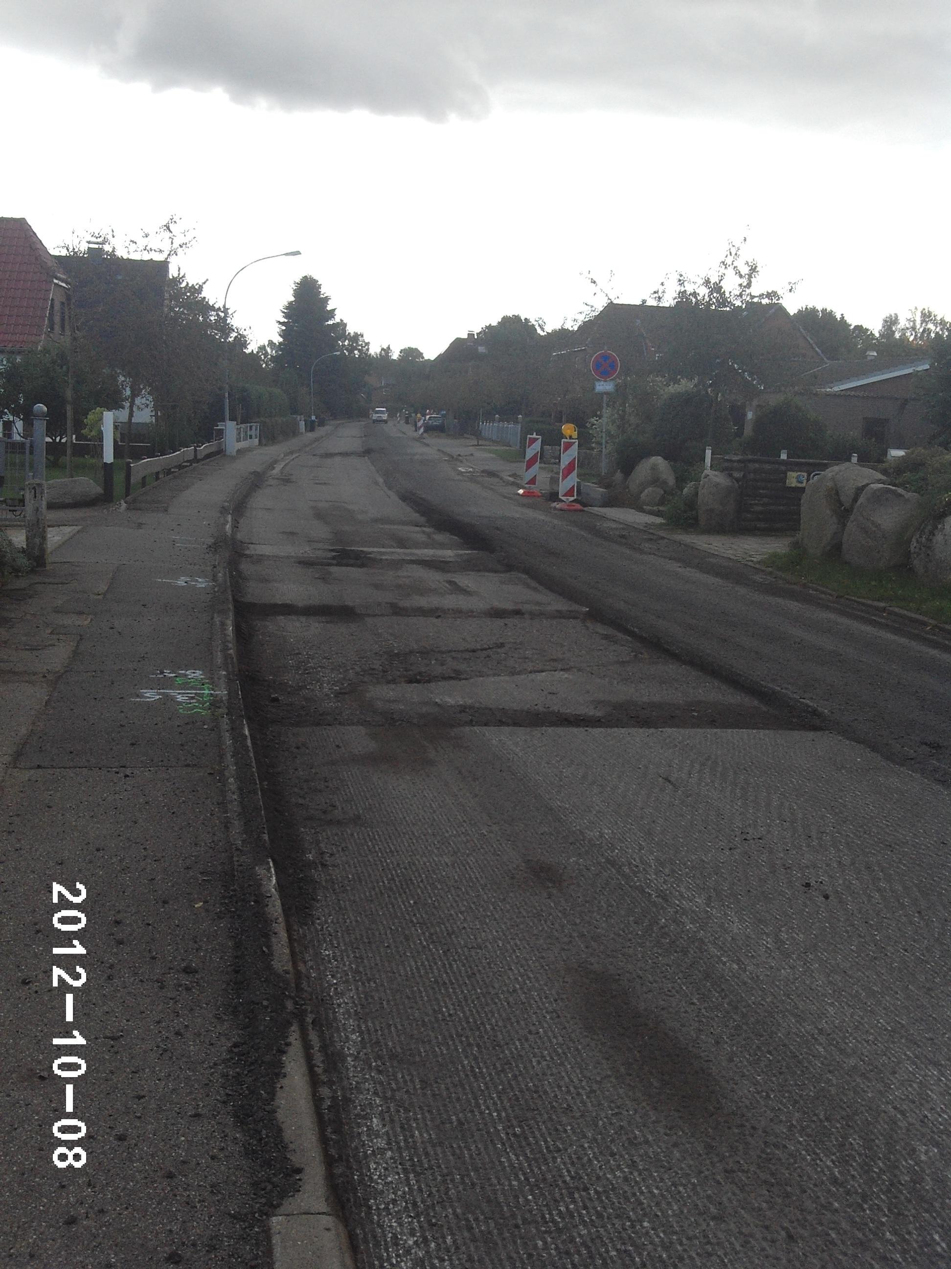 Die alte Strassendecke musste runter Foto: P. Melchin