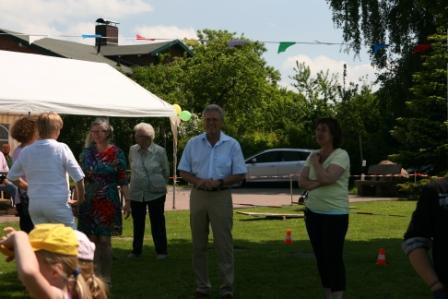 Die Dorfvorsteherin Marion Urban eröffnet mit BM Owerin das Sarkwitzer Kinderfest 2013